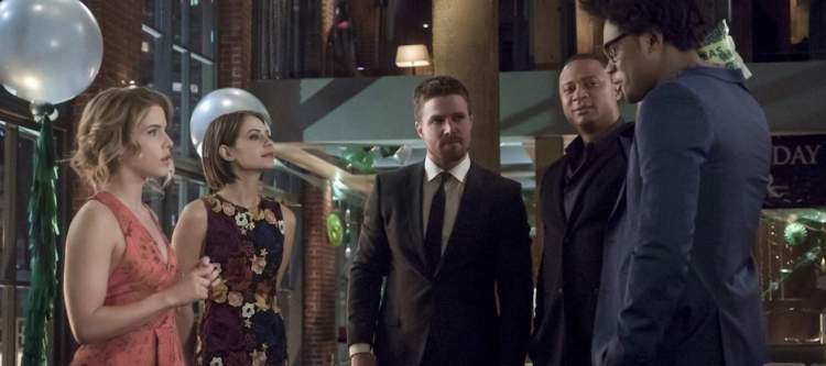 """Arrow -- """"Missing"""" -- Image AR522b_0009b.jpg -- Pictured (L-R): Emily Bett Rickards as Felicity Smoak, Willa Holland as Thea Queen / Speedy, Stephen Amell as Oliver Queen/The Green Arrow, David Ramsey as John Diggle/Spartan and Echo Kellum as Curtis Holt/Mr.Terrific -- Photo: Katie Yu/The CW -- © 2017 The CW Network, LLC. All Rights Reserved."""
