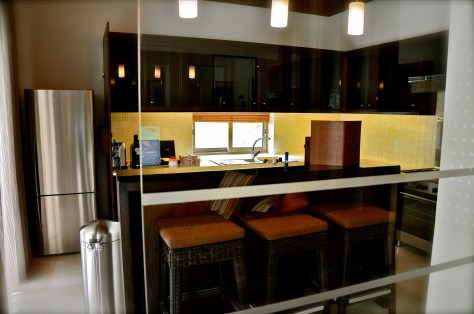 Fully fitted kitchen and bar at Pool Residence Villa, Desert Palm Per Aquum