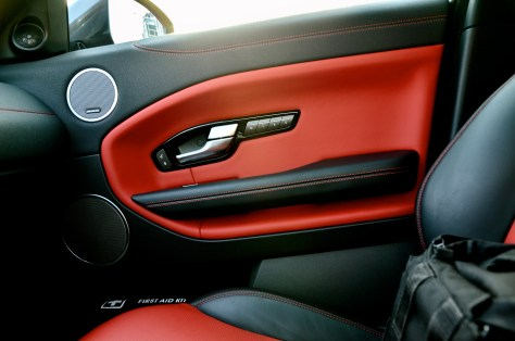 Range Rover Evoque interior - Ebony/Pimento Perforated Oxford Leather Seats with Ebony Pimento Interior and Ebony Carpet