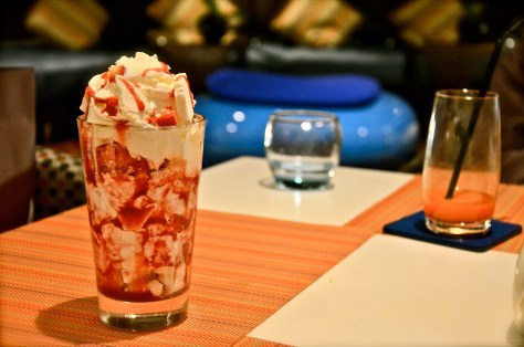 Eten Mess - AED 30 - Fresh strawberry and sauce, cream chantilly, baked meringue, strawberry ice cream