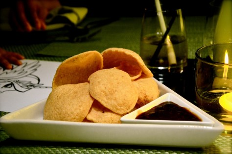 Complimentary Prawn crackers for diners at Benjarong Abu Dhabi