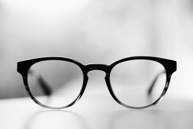 EYEGLASSES FOMO TECHNOLOGY RELATED DISEASES DUBAI FASHION NEWS