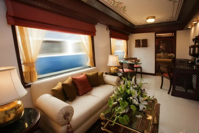 MAHARAJAS EXPRESS TRAIN INDIA DUBAI FASHION NEWS 3