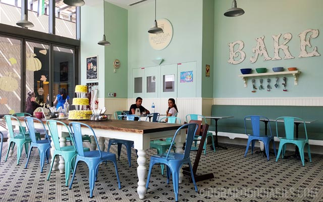 Interior at Magnolia Bakery at The Beach Dubai. Magnolia Bakery at The Beach Dubai   Dubai Food Diaries