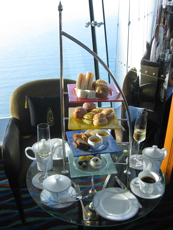 Burj-Al-Arab-Hotel-Afternoon-Tea-Heideker-Reisen-AVH9