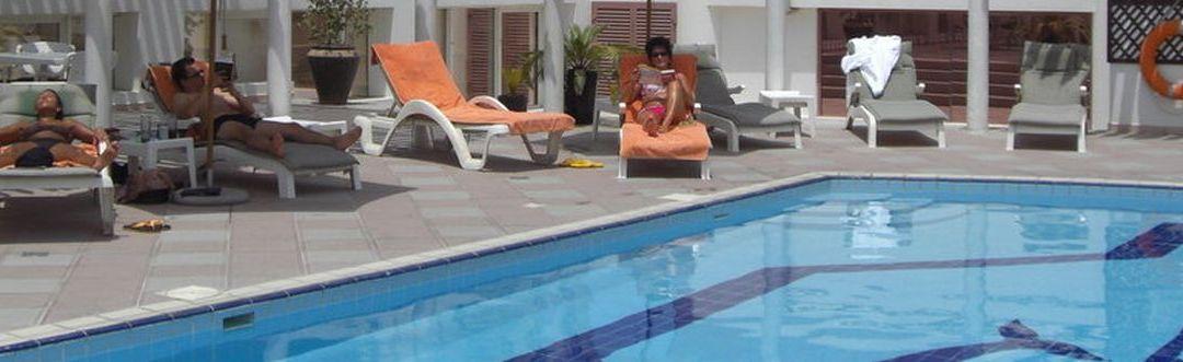 Jumeirah Rotana Hotel****