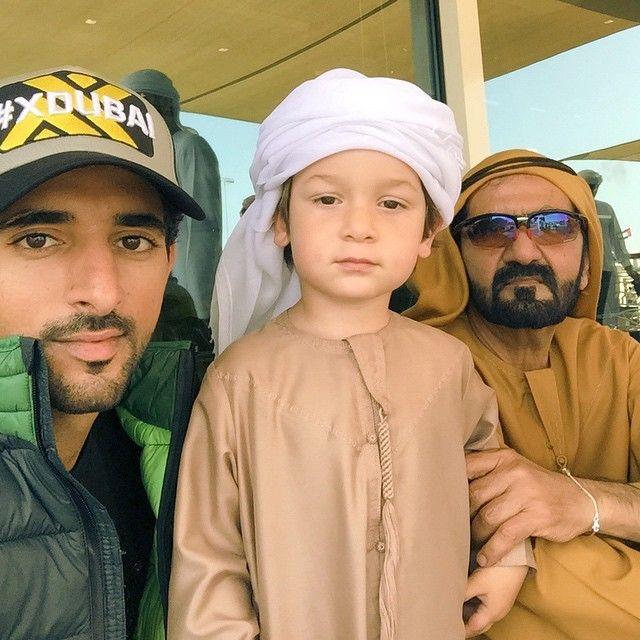 Mohammed sejk a trónörökössel és legkisebb fiával