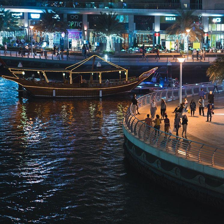 Esti vacsorás hajókázás a Dubai Marinán