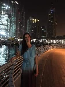 Varga Évi a Dubai Marinán