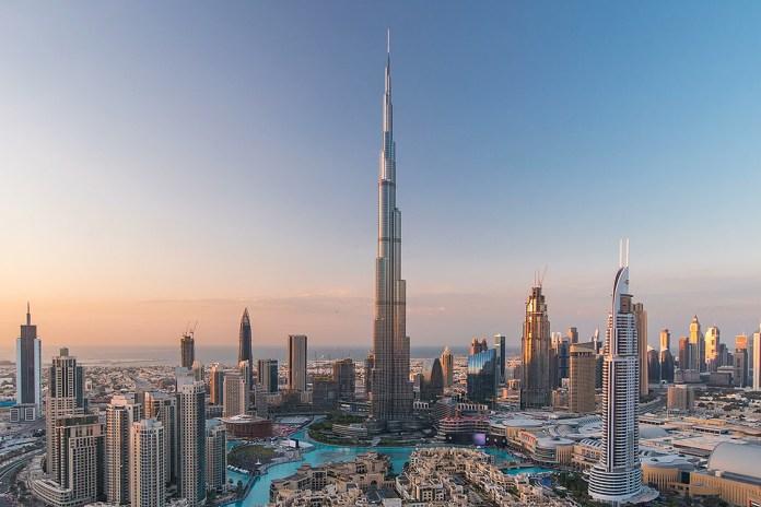 Touring Burj Khalifa