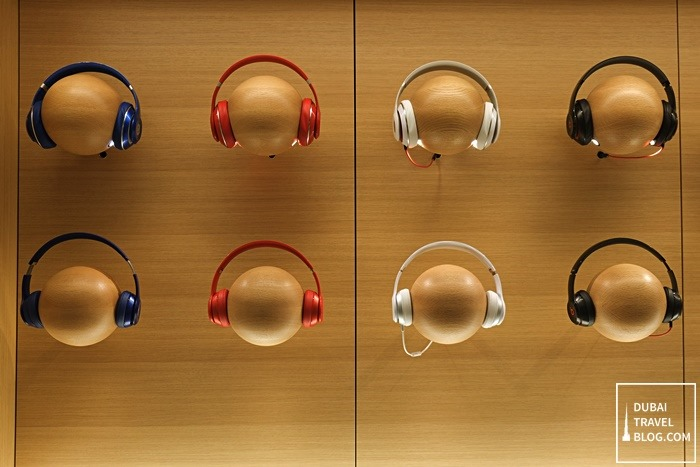 beats headphones apple store uae