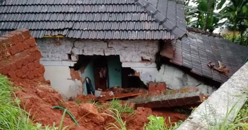 Heavy rains in many parts of Kerala; In Malappuram, 2 children died after falling on the roof of a house