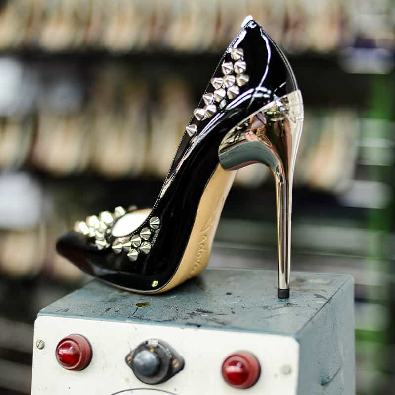 800-BlackShoe