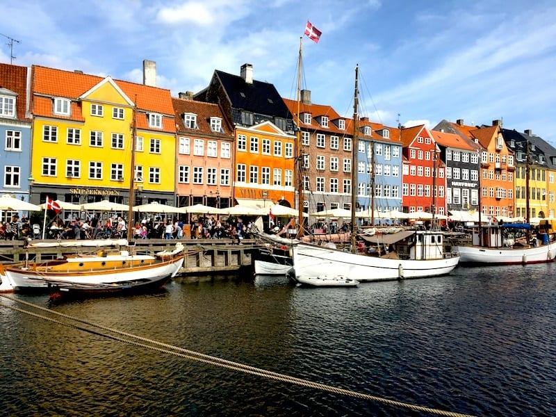 Kopenhagens Altstadt zieren unzählige farbige Häuser.