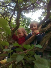 Dzieciaki na bzach bzyczą