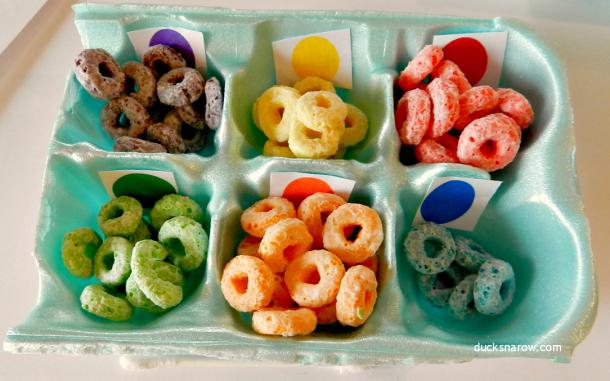Egg carton sorter for Fruit Loops crafts #kidscrafts #FruitLoops #preschool Ducks 'n a Row