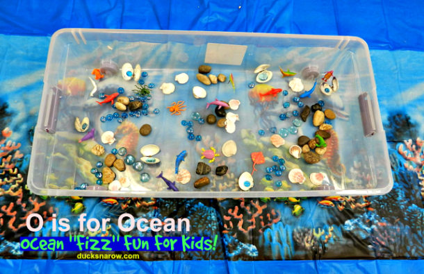 O is for Ocean fizzing experience for #preschool #ece #STEM