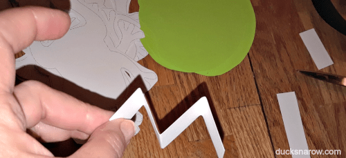 Make a spring out of cardstock to attach to your frog on the lily pad to make it seem to hop! #preschool