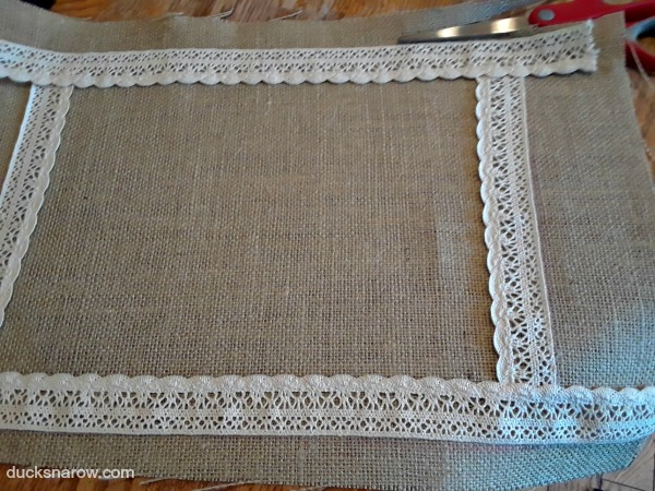 How to make a burlap and lace tray from a picture frame #DIY