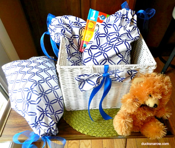 DIY baby gift basket with mommy to go bags #DIY