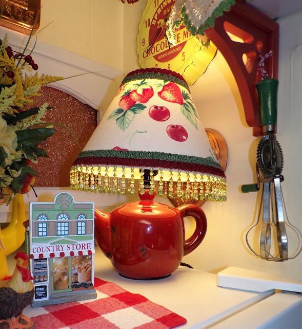 Summer kitchen decor by Debbie Dabble