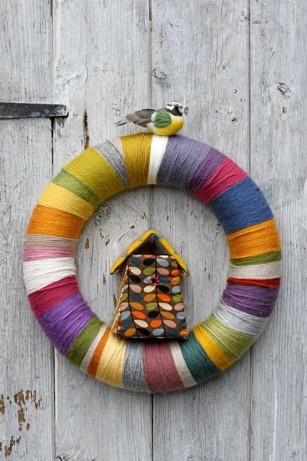 DIY yarn wreath from Pillarbox Blue