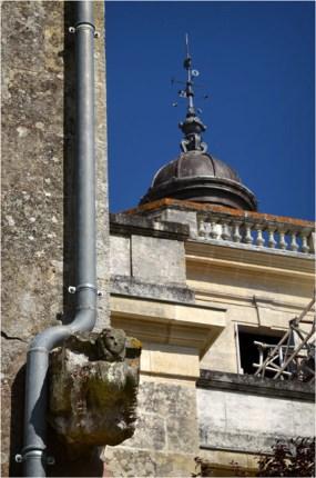 BLOG-DSC_15698-gouttière gargouille échaffaudages château Certes Août 2012