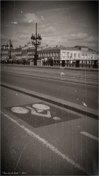 BLOG-20150402_170511-piste cyclable pont de pierre Bordeaux PA07 N&B
