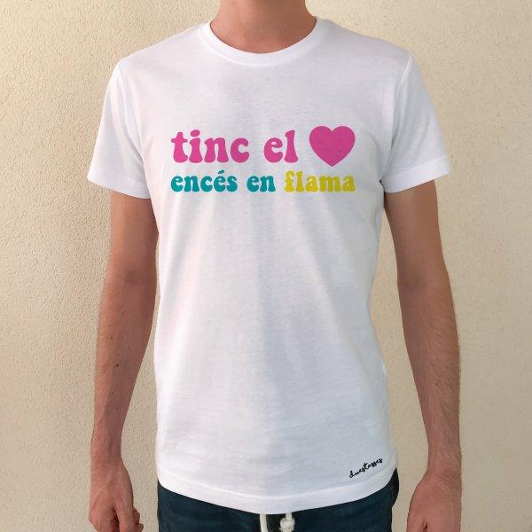 camiseta blanca chico tinc el cor encés en flama