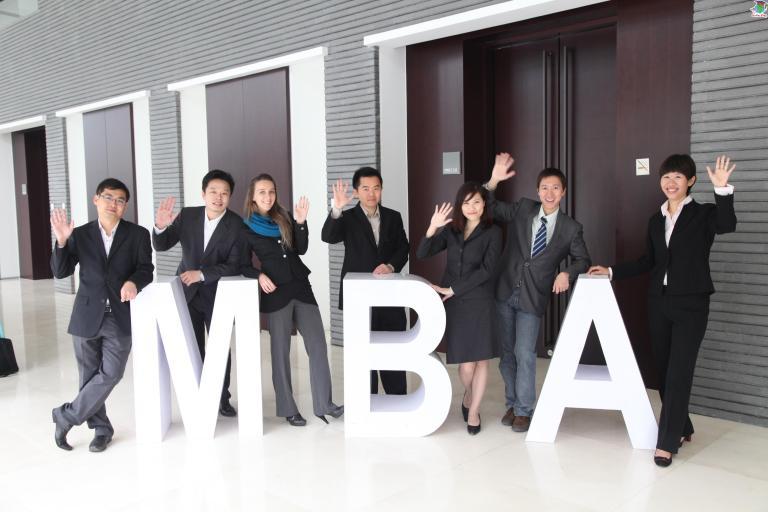 10 LÝ DO VÌ SAO NÊN HỌC MBA