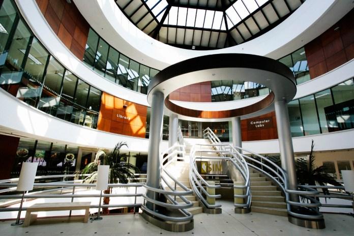 Bạn có thể học và nhận bằng cấp gốc từ Đại học RMIT tại Học viện SIM