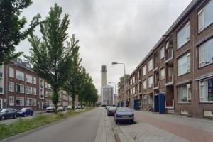Het Raadhuis van Velsen, een ontwerp van Dudok, gezien vanuit De Noostraat. Bron: RCE
