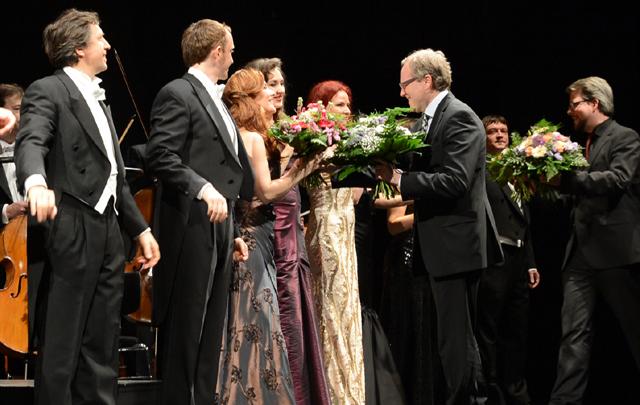 Solisten & Moderatoren beim Schlussapplaus Foto: Andreas Köhring