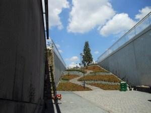 Fertig gestellte Gedenkstätte für die Opfer der Loveparade 2010 in Duisburg. Foto: Petra Grünendahl.