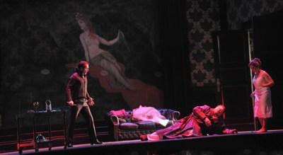 Don Giovanni (Richard Šveda), Komtur (Hans-Peter König), Donna Anna (Liana Aleksanyan). Foto: Hans Jörg Michel.