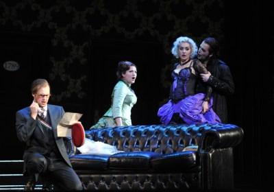 Don Ottavio (Jussi Myllys), Donna Anna (Liana Aleksanyan), Don Giovanni (Richard Šveda), Donna Elvira (Brigitta Kele).  Foto: Hans Jörg Michel.