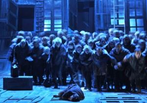 Ensemble und Chor der Deutschen Oper am Rhein. Foto: Hans Jörg Michel.
