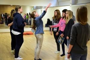 10 Jahre Hildegardis-Kooperation: Schülerinnen der neunten Klasse während des Workshops. Foto: Hayrettin Özcan.