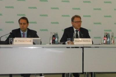 Finanzvorstand Dr. Florian Funck und Vorstandsvorsitzender Stephan Gemkow  bei der Bilanzpressekonferenz in der Haniel-Akademie.  Foto: Petra Grünendahl.