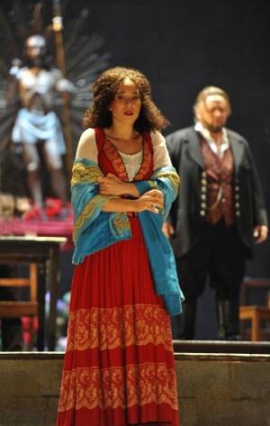 Geneviève King (Lola), Oleg Bryjak (Alfio). Foto: Hans Jörg Michel.