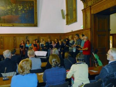 Musikalisch begleitete der Stattchor die Gedenkveranstaltung. Foto: Petra Grünendahl.