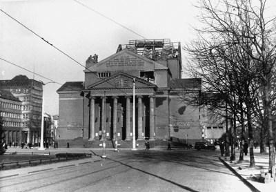 Der 132. Luftangriff gegen die Stadt Duisburg zerstörte am 20./21. Dezember 1942 auch das Theater am König-Heinrich-Platz.