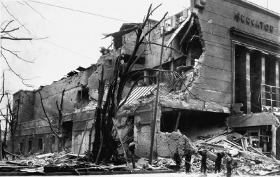 Im Frühjahr 1943 wurde der Mercator-Palast schwer beschädigt. Hier liefen vor dem Krieg viele Uraufführungen der UFA.