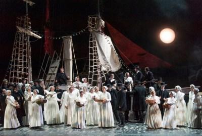 Chor der Deutschen Oper am Rhein. Foto: Matthias Jung.