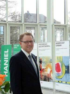 Vorstandsvorsitzender Stephan Gemkow bei der Bilanzpressekonferenz der Franz Haniel & Cie. GmbH. Foto: Petra Grünendahl.