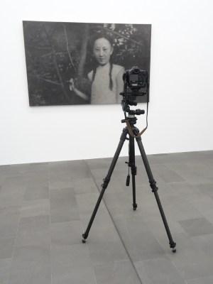 """Zhang Huan (*1965): """"First Love"""" (Erste Liebe), Asche auf Leinwand, 2008. Foto: Petra Grünendahl."""