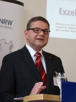 Gerd Deimel, Vorsitzender des Deutschen Seeverladerkomitees (DSVK) und Bevollmächtigter des Lanxess-Vorstandes für die Initiative Infrastruktur des VCI. Foto: Petra Grünendahl.