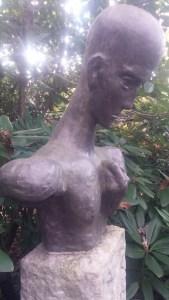 Kopie einer Büste von Wilhelm Lehmbruck. Am 9. November 2014 stand sie noch am Grab. Foto: Elke Fritzen.