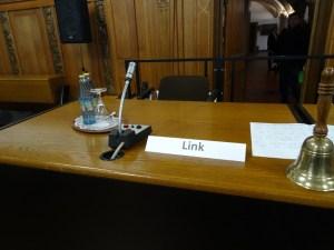 Vor der Sitzung des Stadtrates. Foto: Petra Grünendahl.