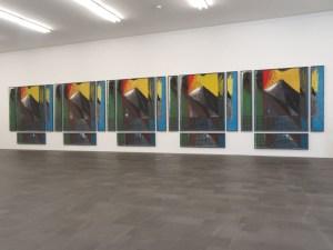 Markus Lüpertz: Gegen Abend besetzen Störche Lüpolis (1977, 20-teilig, Gesamtmaß 296 x 1187 cm). Foto: Petra Grünendahl.